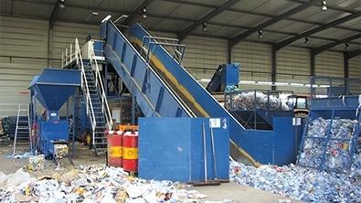 Usine de traitement de déchets recyclés
