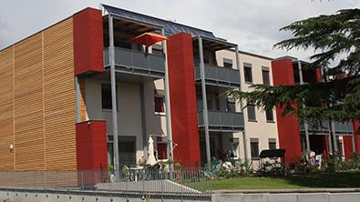 Un immeuble moderne de 4 étages